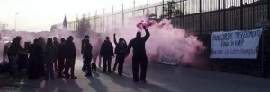 Servizio n.1194421: 20 Febbraio 2016 - Via San Giuseppe Localita' Baldenich - BELLUNO (Belluno) - Presidio davanti alle carceri di Baldenich di Belluno - Un momento del presidio - - - fotofecaberlotto